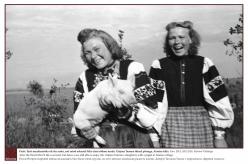 1948/1949 - Pärast Teist maailmasõda oli elu raske, ent setod oskasid ikka elust rõõmu tunda. Tatjana Tamme tütred põrsaga, Alaotsa küla.  Foto: ERA, KKI 2036, Richard Viidalepp