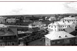 1933 - 1930ndatel aastatel hakkas Petseri jõudsalt arenema. Linna rajati palju kaasaegseid uusehitisi ja Petserist sai euroopalik väikelinn.  Fotod: Nikolai Gavrilovi ja Ahto Raudoja kogud